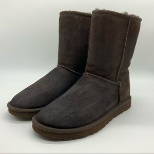 UGG WOMEN'S CLASSIC SHORT CHOCOLATE WINTER BOOTS